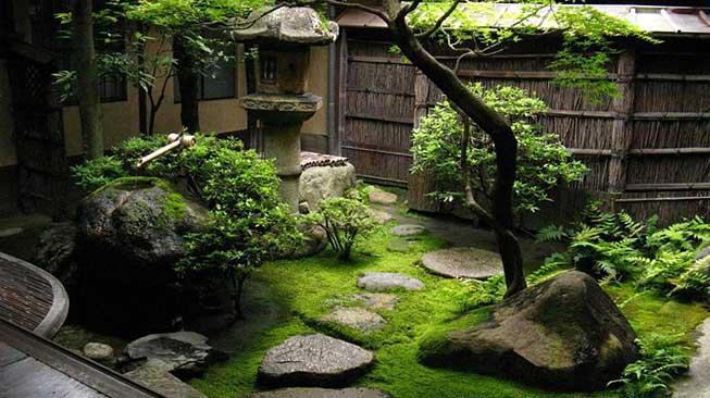 Taman Dengan Gaya Tradisional dan Oriental