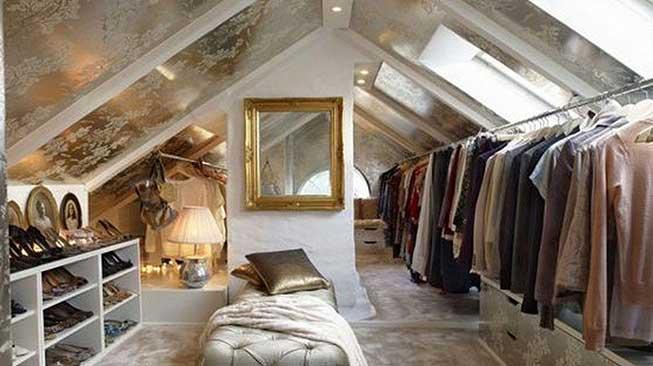 Walk-In Closet Atap Rumah / Hidden